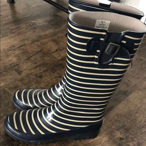 Sperry Top-Sider navy striped rain boots.